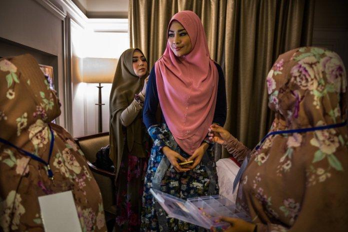 Faith Politics On The Rise As Indonesian Islam Takes A Hard Line Path The New York Times