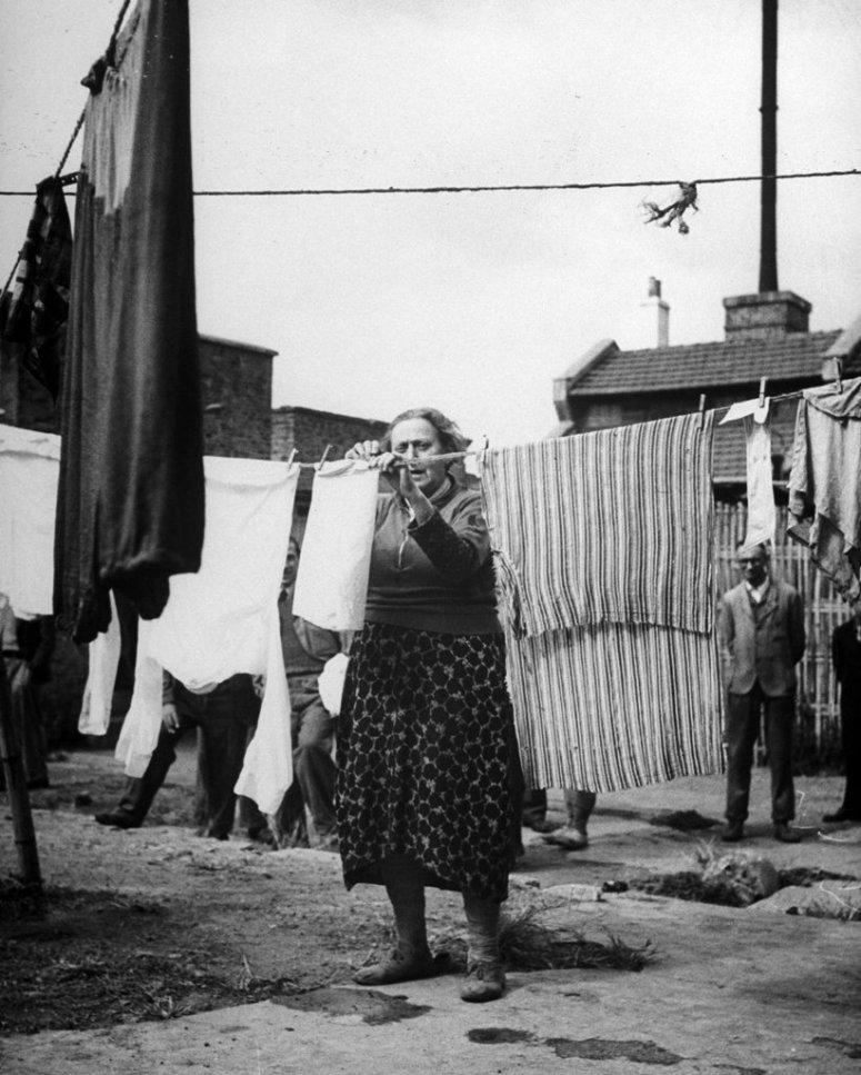 一名在虹口的难民,这里是欧洲犹太难民在上海的中心。
