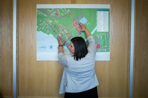 Mayor Julie Morin with a plan for the reconstruction of downtown Lac-Mégantic.