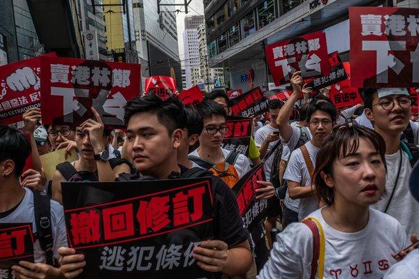 Los organizadores dijeron que más de un millón de personas marcharon el 9 de junio, lo que representaría aproximadamente un séptimo de la población de Hong Kong.