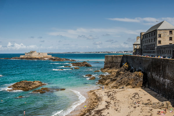 The old town of the walled city of St.-Malo enchants with its storybook streets and ramparts.