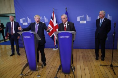 Prime Minister Boris Johnson of Britain, left, and the European Commission president, Jean-Claude Juncker, at a news conference in the European Union's headquarters in Brussels on Thursday.