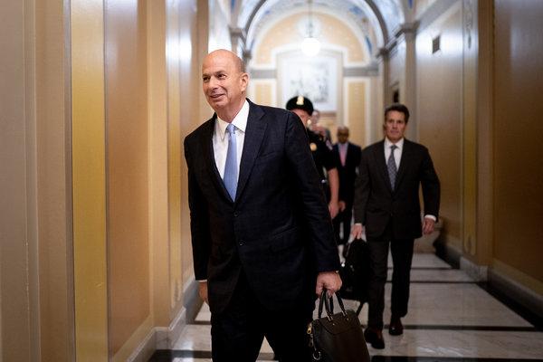 El embajador de Estados Unidos ante la Unión Europea, Gordon D. Sondland, le dijo a los ucranianos que no esperaran la ayuda estadounidense a menos de que el presidente Zelensky anunciara públicamente una investigación a la familia Biden.