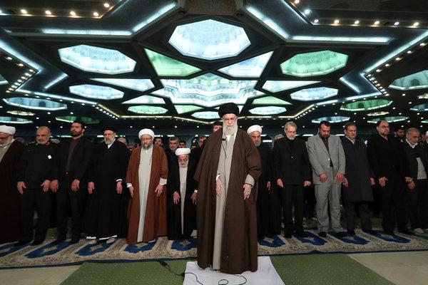 Em seu primeiro sermão na sexta-feira em oito anos, o aiatolá Ali Khamenei procurou reunir partidários e minar os críticos após semanas de turbulência que levou o Irã e os Estados Unidos à beira da guerra.