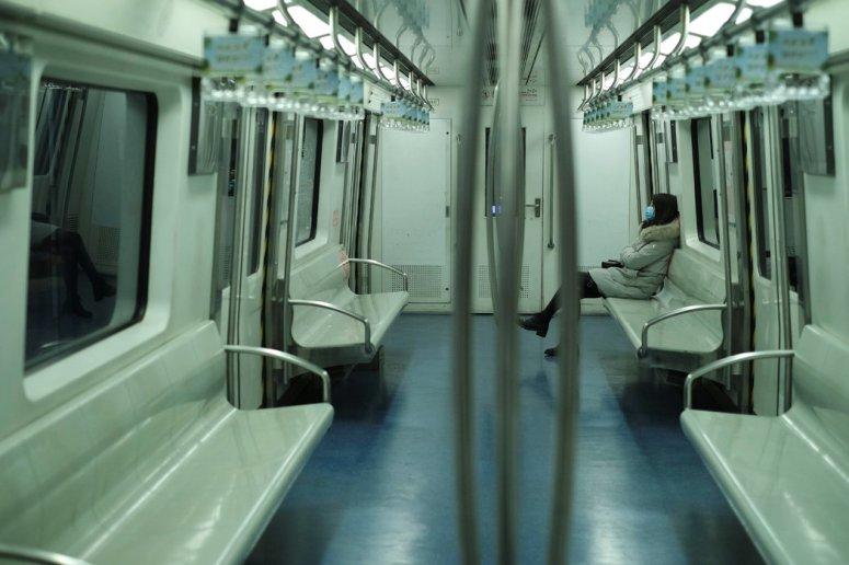本周,乘坐几乎无人的北京地铁。