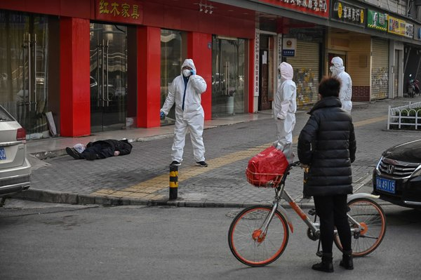 An elderly man collapsed and died Thursday on a street near a hospital in Wuhan, China.