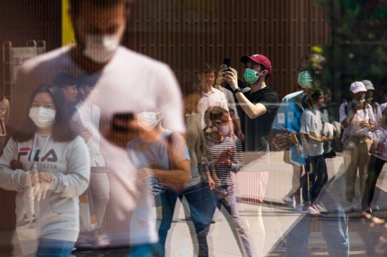 泰国街头,行人大多戴上了口罩。