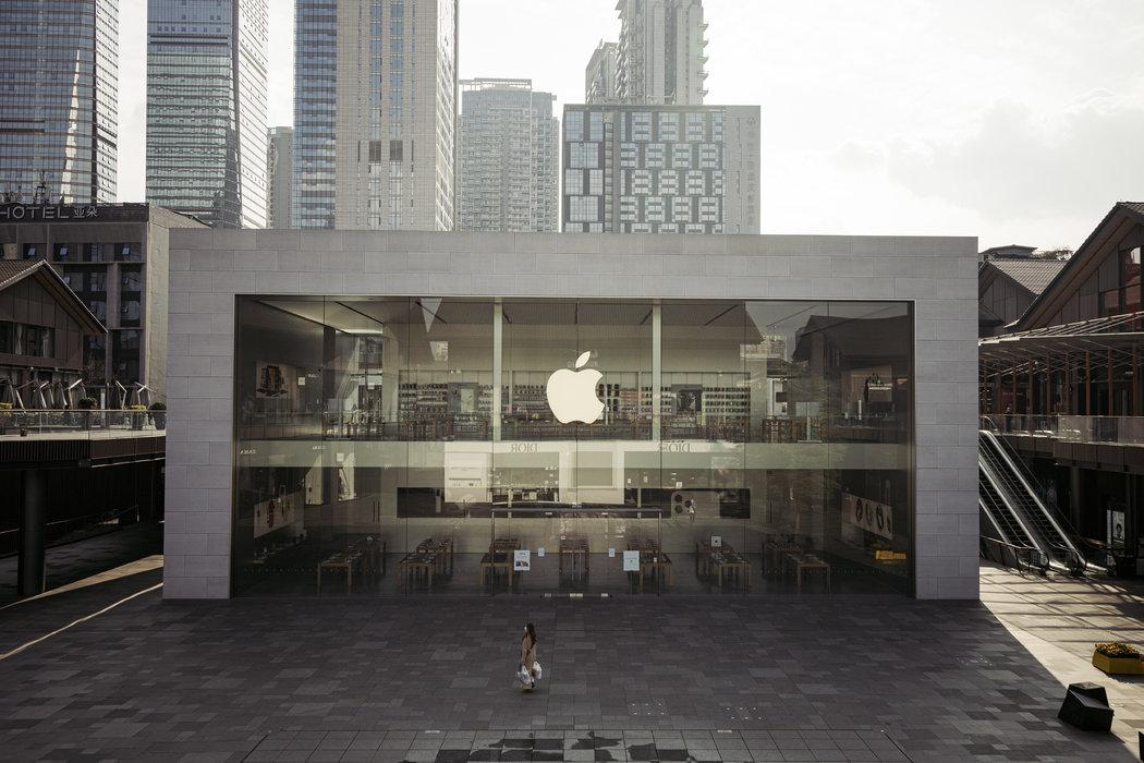 周四,成都一家空蕩蕩的蘋果商店。