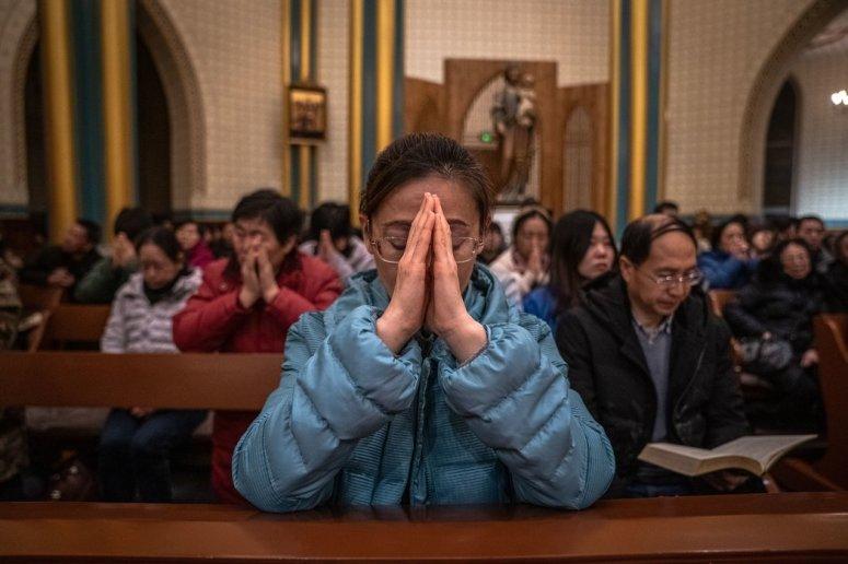 北京一座教堂的子夜弥撒。中国的宗教信众踊跃加入抗击冠状病毒的全国性战役。