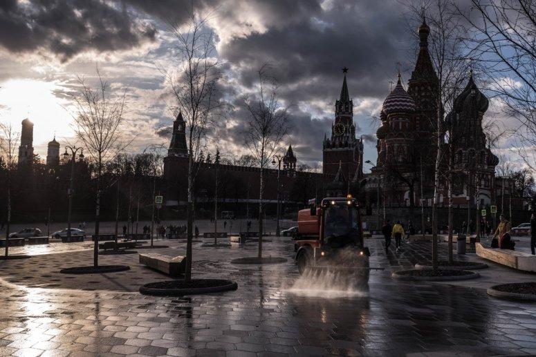莫斯科的克里姆林宫。官员们表示,与克里姆林宫保持一致、面向西方受众的网站一直在兜售阴谋论,目的是在欧洲散播恐惧、在美国制造政治分裂。