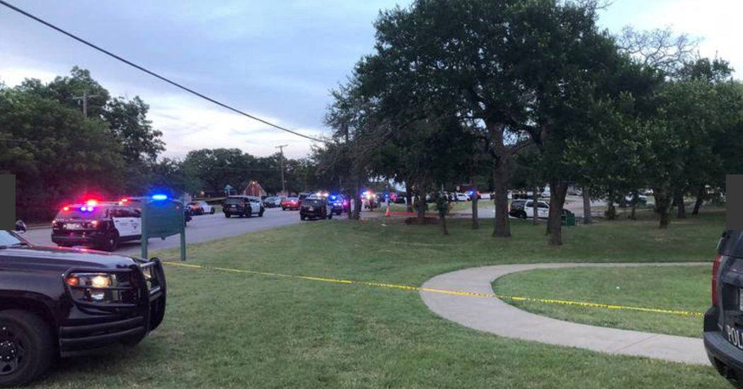 5 Hurt in Texas Park Crowded With Hundreds of People, Police Say