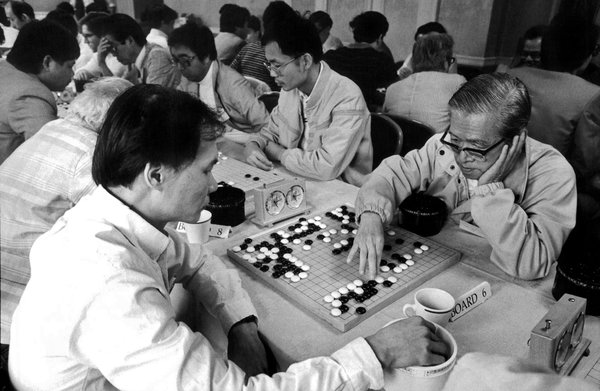 Les joueurs participent à un tournoi de Go amateur à New York.  19 septembre 1987.