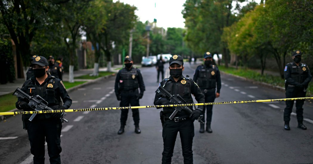 Photo of Mexico City Police Chief Is Wounded in Brazen Ambush