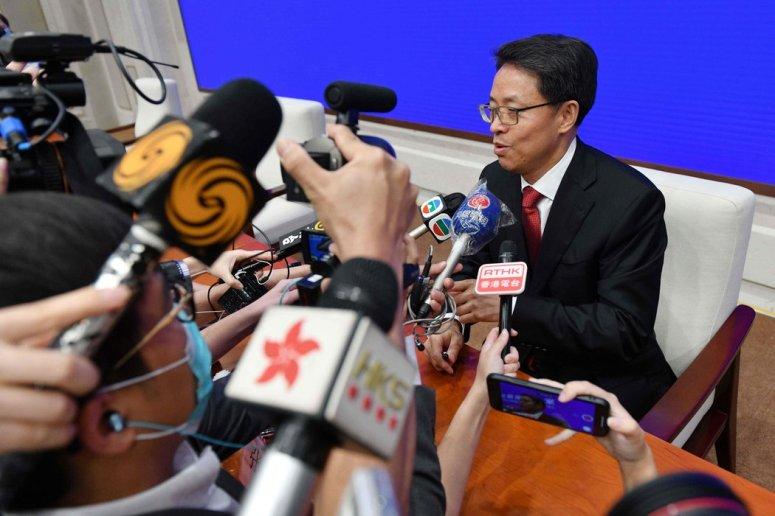 """中国政府驻香港办公室副主任张晓明说,当局将""""采取一切必要的措施维护国家安全""""。"""