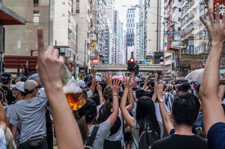抗議者周三在香港舉行抗議活動。過去一年中發生的親民主示威活動讓大陸官員感到震驚和沮喪。
