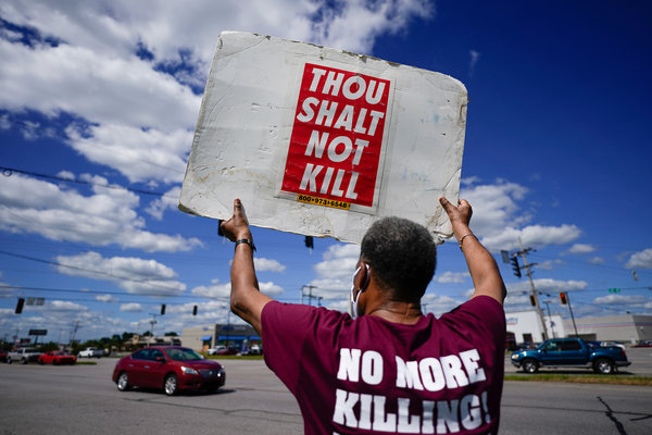 Protesters demonstrate against the death penalty outside the federal penitentiary in Terre Haute, Ind., where Daniel Lee Lewis was held on Monday.