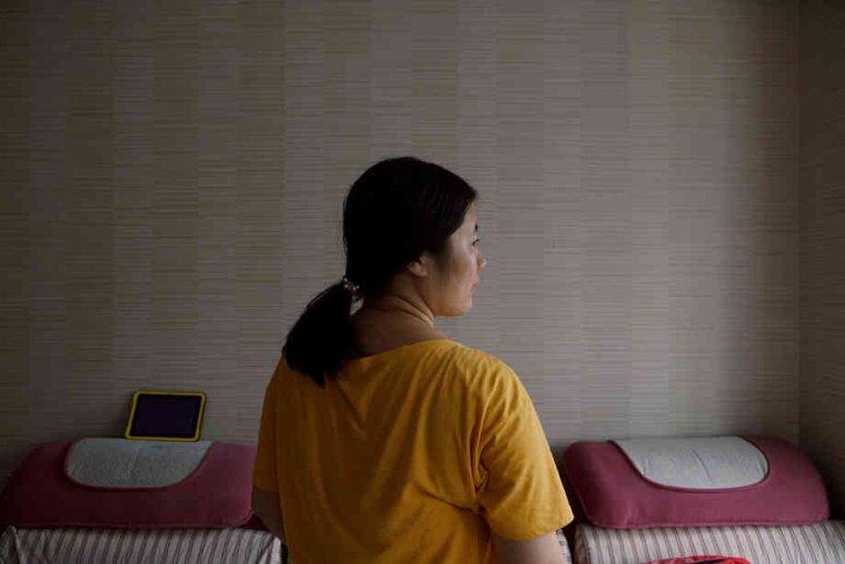 去年,李晓萍在她位于山东省的公寓内。