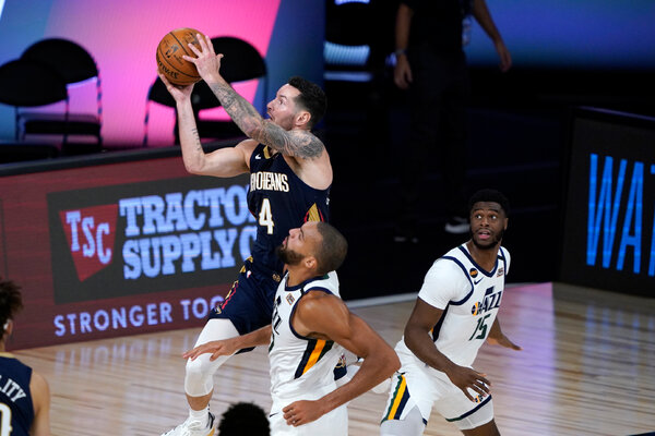 JJ Redick of the Pelicans shot over Rudy Gobert on Thursday night.