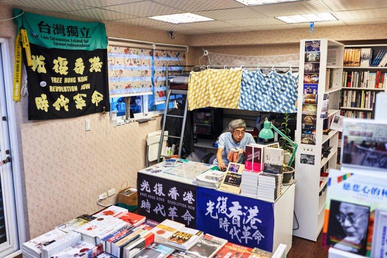 上个月,铜锣湾书店老板兼经理林荣基在台湾台北市。他去年从香港逃到这里。