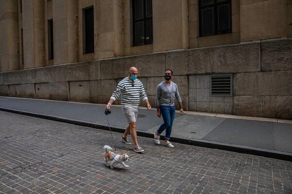 Incluso durante un paseo con su pareja, Mustafa Al Niama, por su vecindario, Reagan se sentía desorientado.