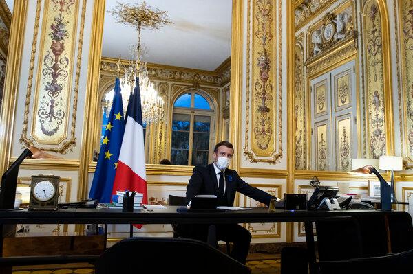 Le président Emmanuel Macron s'entretenant avec le président élu Joseph R.Biden depuis le Palais de l'Élysée à Paris, la semaine dernière.