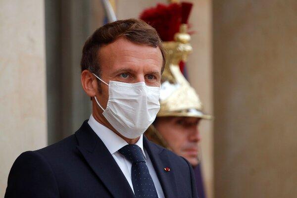 """""""Dans la société, je me fiche de savoir si quelqu'un est noir, jaune blanc, s'il est catholique ou musulman, il est d'abord citoyen"""", a dit M. Macron."""