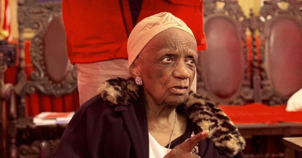Helen LaFrance, Folk Artist of Rural Kentucky, Dies at 101