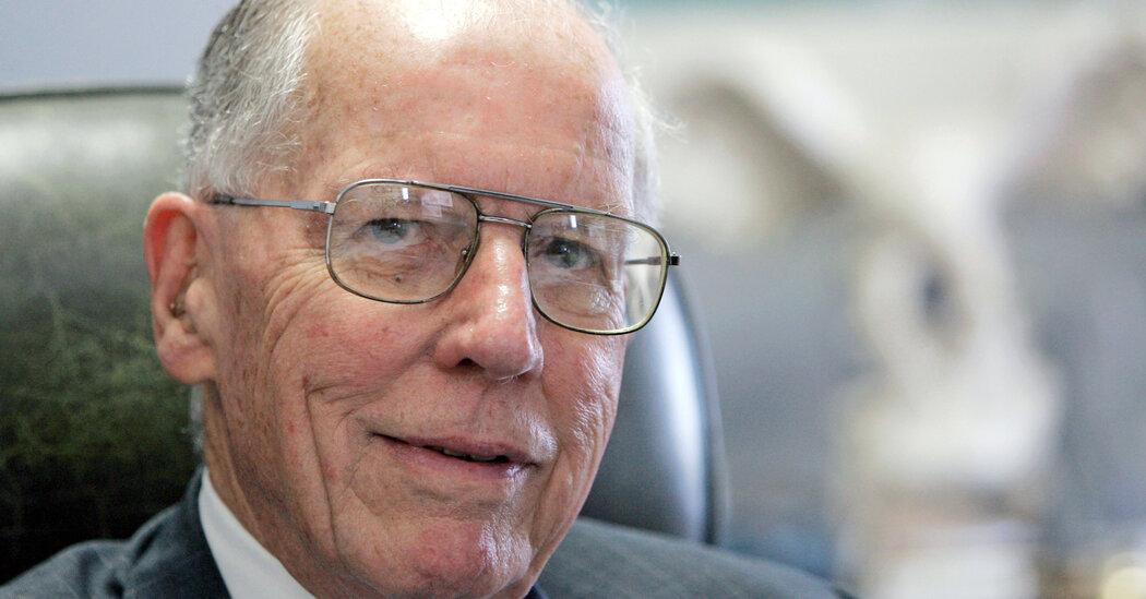 William Winter, Reform-Minded Mississippi Governor, Dies at 97
