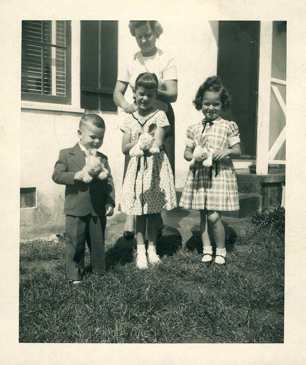 Lynne Seymour, center, in Berkeley with her mother in 1954.