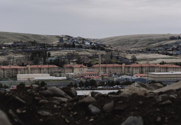 Prisoners affected by the coronavirus in facilities like the Eastern Oregon Correctional Institution in Pendleton have the right to sue Oregon state officials over their handling of the pandemic, a federal judge has ruled.