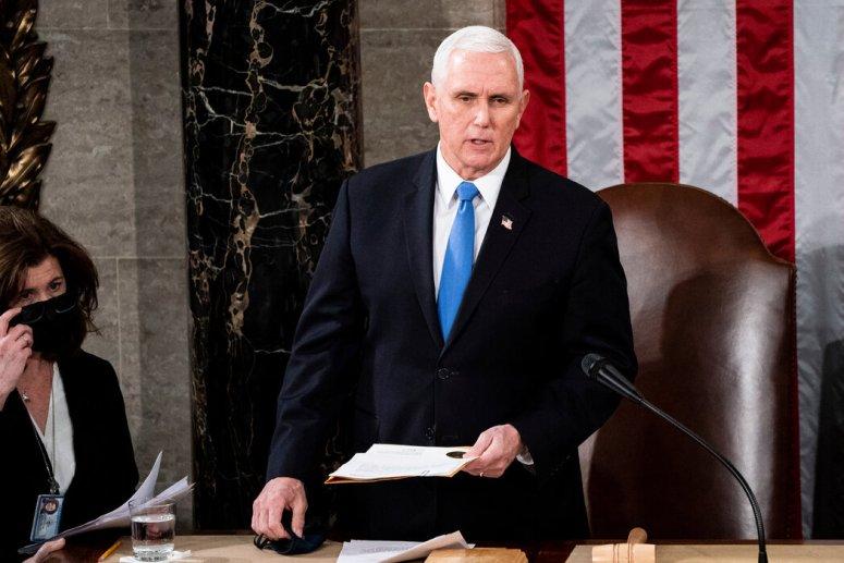 周三,副总统迈克·彭斯主持了国会两院联席会议,确认选举人团的计票结果。