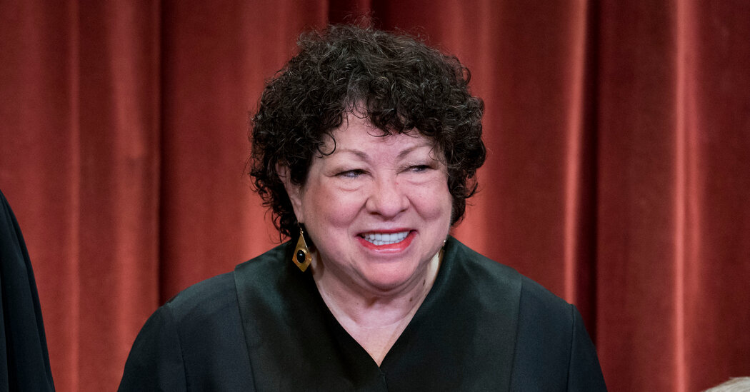 Sonia Sotomayor will swear in Kamala Harris on Inauguration Day.