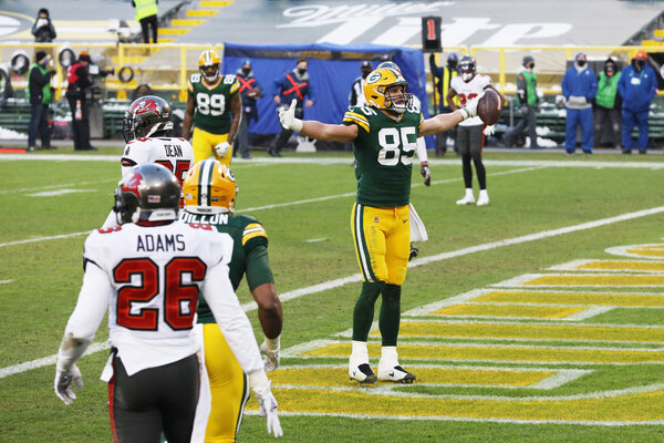 Packers tight end Robert Tonyan caught an 8-yard touchdown pass from Aaron Rodgers at the end of an eight-play, 75-yard drive. The score cut the Tampa Bay lead to 28-17.