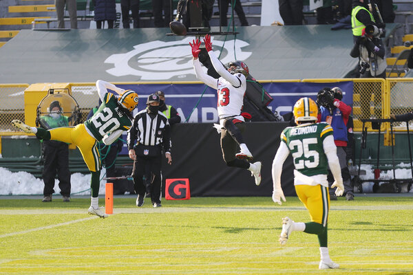 Buccaneers receiver Mike Evans caught a 15-yard touchdown pass from Tom Brady on a third-and-7 play.