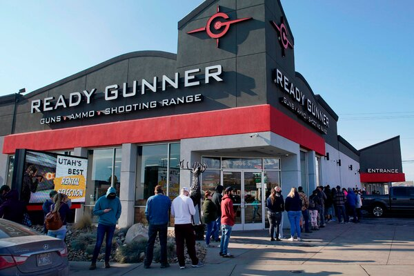 People lining up to buy guns and ammunition at a gun store in Orem, Utah, last month.