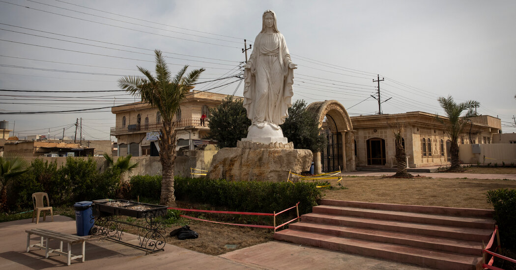 In Iraq's Christian Heartland, a Feud Over a Town's Identity