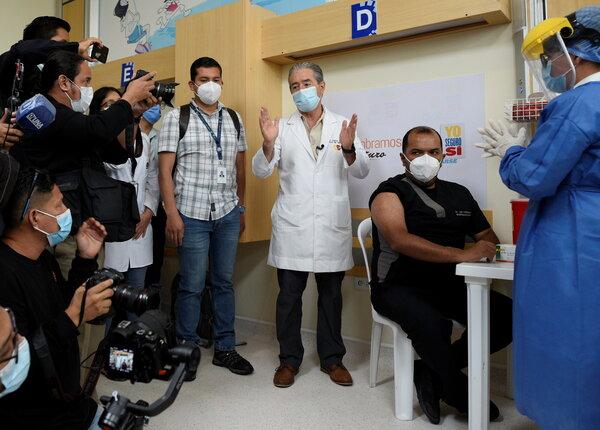 Juan Carlos Zevallos, ministro de Salud de Ecuador, está bajo investigación por un supuesto desvío de dosis de la vacuna a un asilo donde vive su madre.