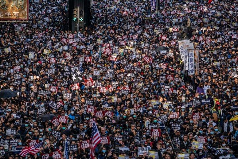 2019年12月,抗议者聚集在香港街头举行示威活动。中国立法机构看来已准备支持香港大幅修改选举规则的计划。