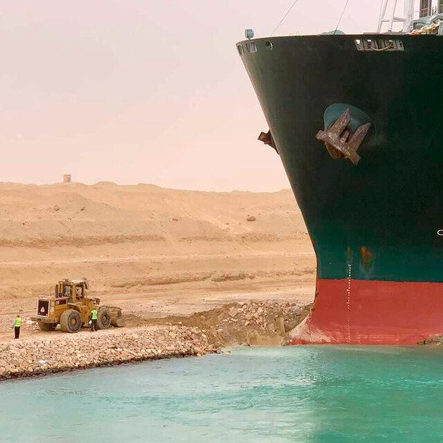27suez canal stuck ship photos3 square640