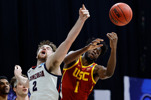 Drew Timme of Gonzaga competing for the ball with Chevez Goodwin of Southern California in the round of 8.