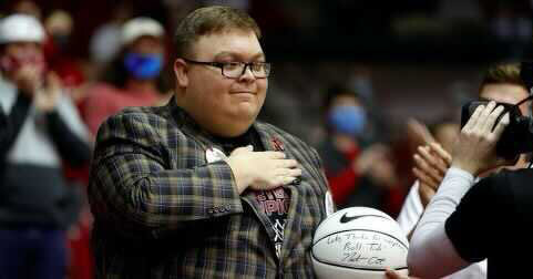 Alabama Basketball Superfan Dies – The New York Times