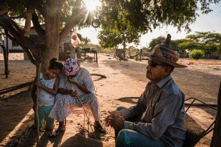 Zenaida Montiel y su esposo, José Manuel González. Su hijo y un sobrino fueron asesinados por pandilleros antes de que llegara el ELN.