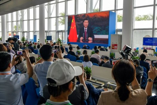 Journalists watch a screen showing China's president, Xi Jinping, delivering a speech during the opening of the Boao Forum on Tuesday.
