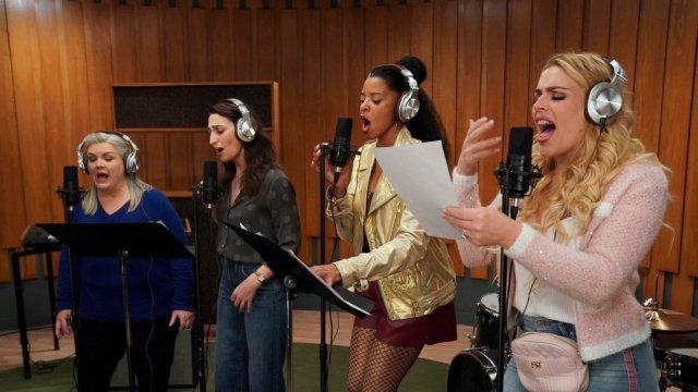 'Girls5Eva,' 'Rutherford Falls' and the Nostalgia Trap ...