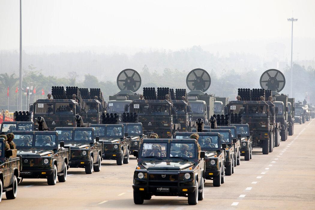 """3月缅甸内比都""""全国武装部队日""""期间的军车。"""