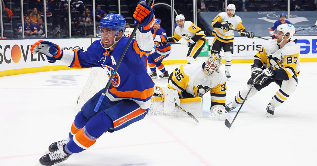 With Fans in Full Voice, Islanders Upset Penguins