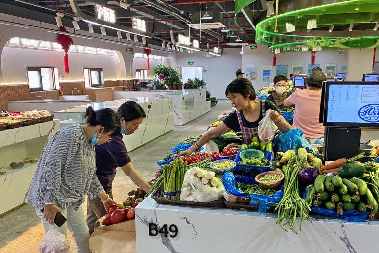 上海的一个菜市场。当局长期以来一直对食物采用非正规的价格措施。