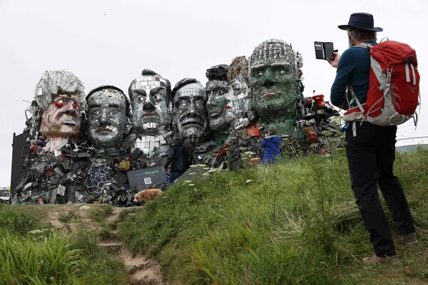 The installation is made up of 12 tons of scrap metal and electronic waste materials.