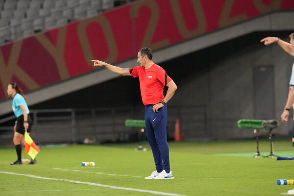 Vlatko Andonovski, the United States coach, during the team's game against Sweden.