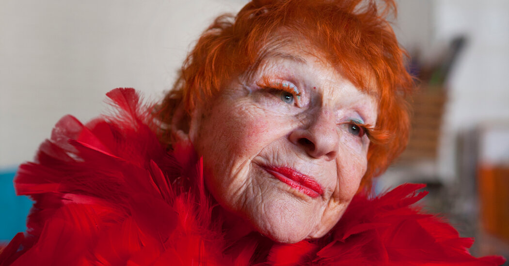 Ilona Royce Smithkin, a Muse in Fashion and Art, Dies at 101
